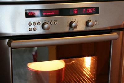 İki litre kefiri bir saat kadar fırında tutuyoruz