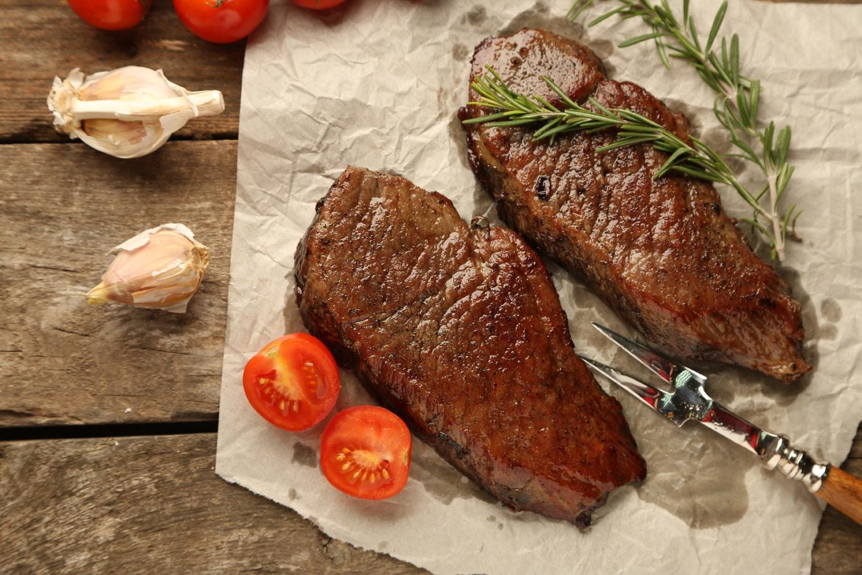 Bugün iki porsiyon yağsız kırmızı et yiyeceğiz.